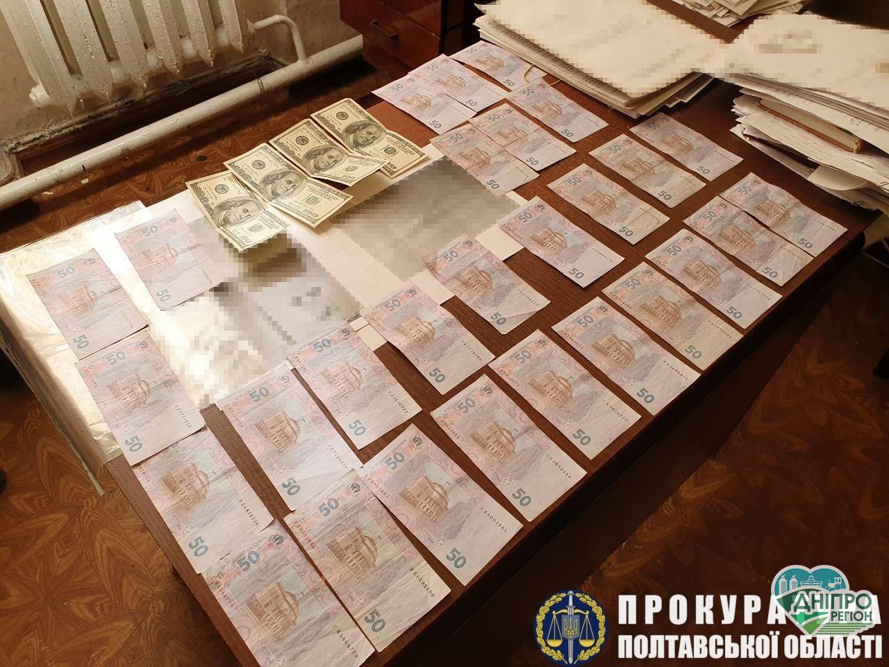 Правоохоронці  затримали на хабарі двох полісменів з Дніпропетровщини