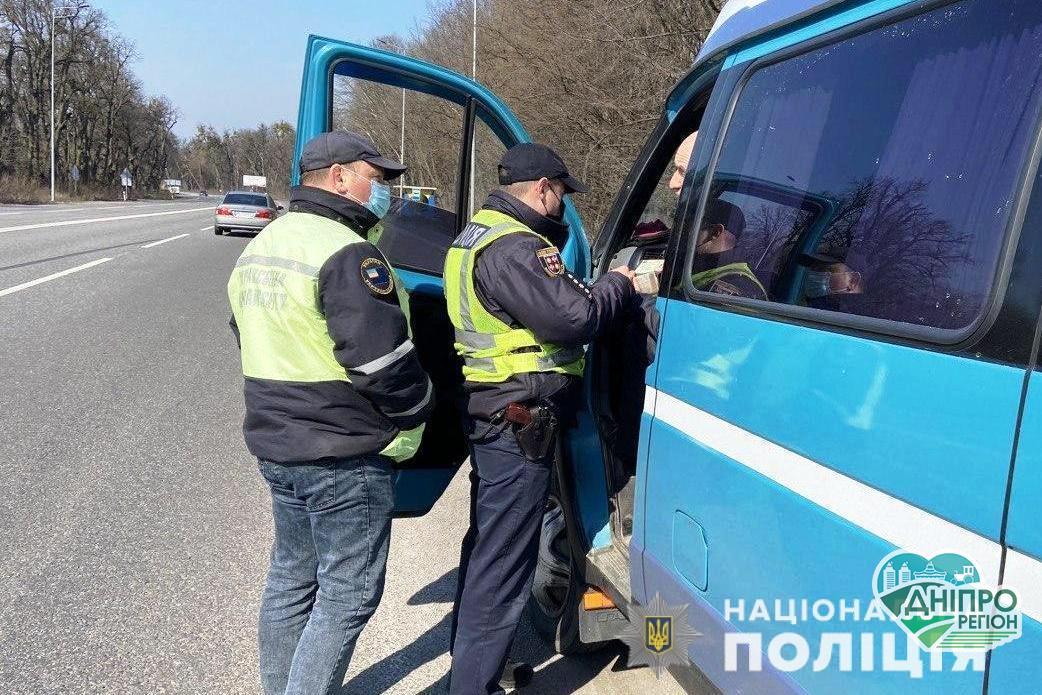 Поліція бере під контроль перевізників на час карантину