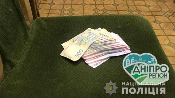 На Дніпропетровщині затримано двох чоловіків за спробу підкупити поліцейських