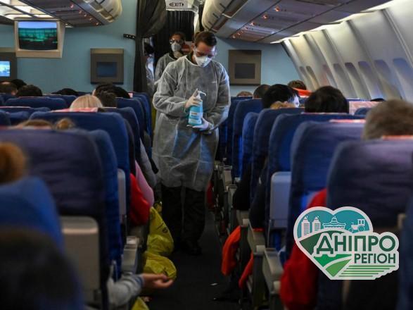 На Днепопетровщіну евакуювали десятки людей, які повернулися з Москви і Нью-Йорка