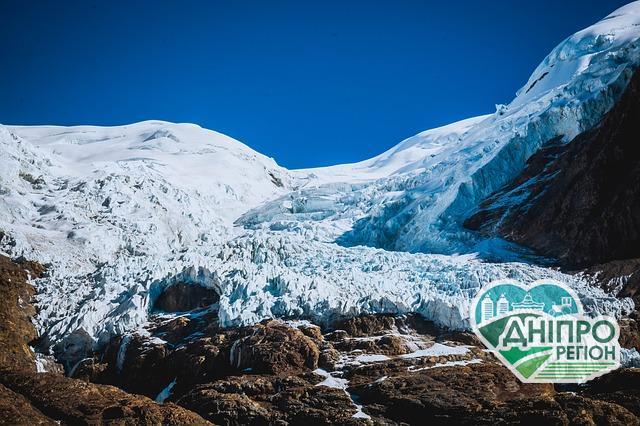 У стародавній брилі льоду знайшли 28 нових вірусів