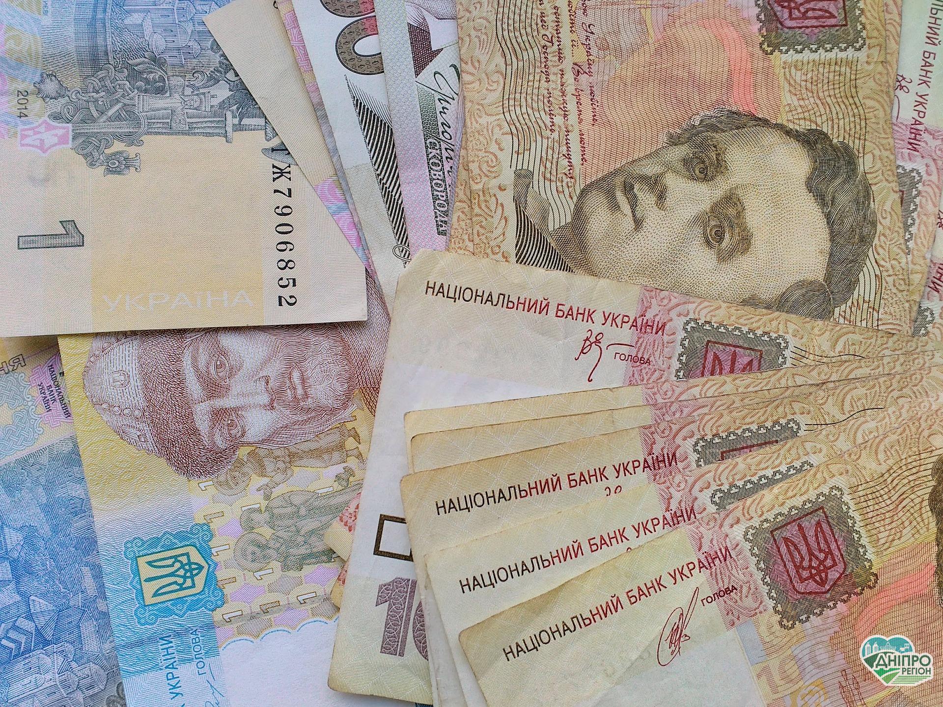 Зарплата українців за 25 років зросла в 140 разів