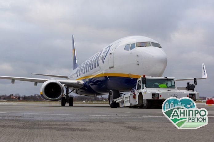Ryanair припиняє польоти на 2 місяці