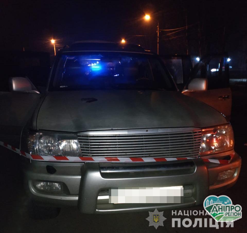 На Дніпропетровщині в багажнику джипа виявлено тіло вбитого поліцейського