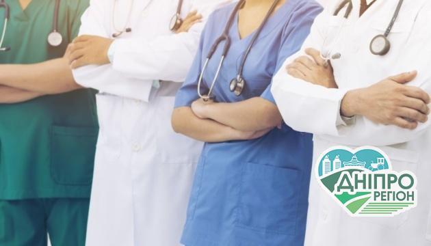 У Дніпрі підвищили зарплати медпрацівникам, які борються з COVID-19