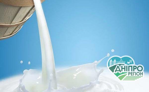 У США фермери змушені зливати молоко в каналізацію