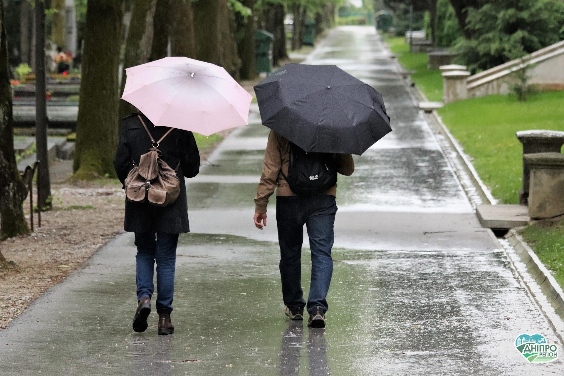Заморозки та дощі: погода на вихідні у Дніпрі та області