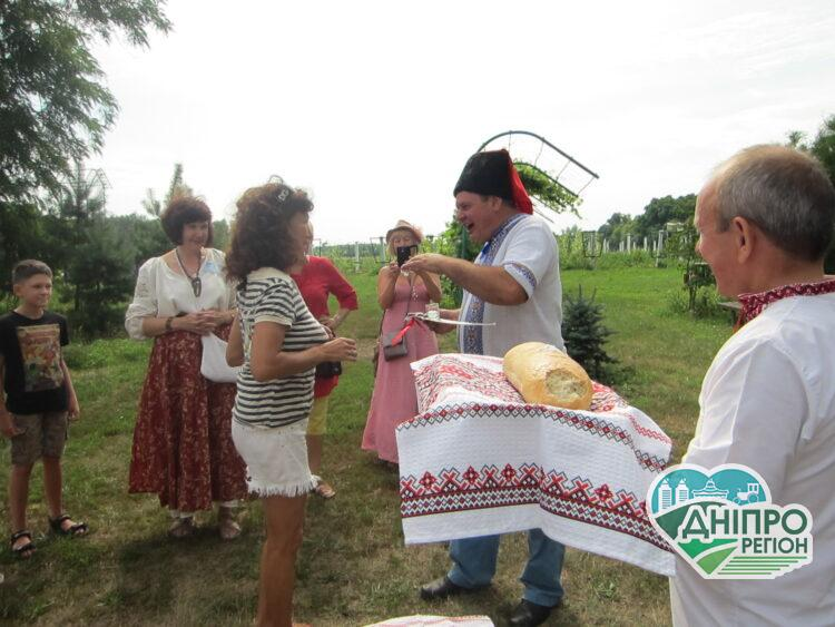 Дніпровські дива: сільський туризм Петриківки (Фото)