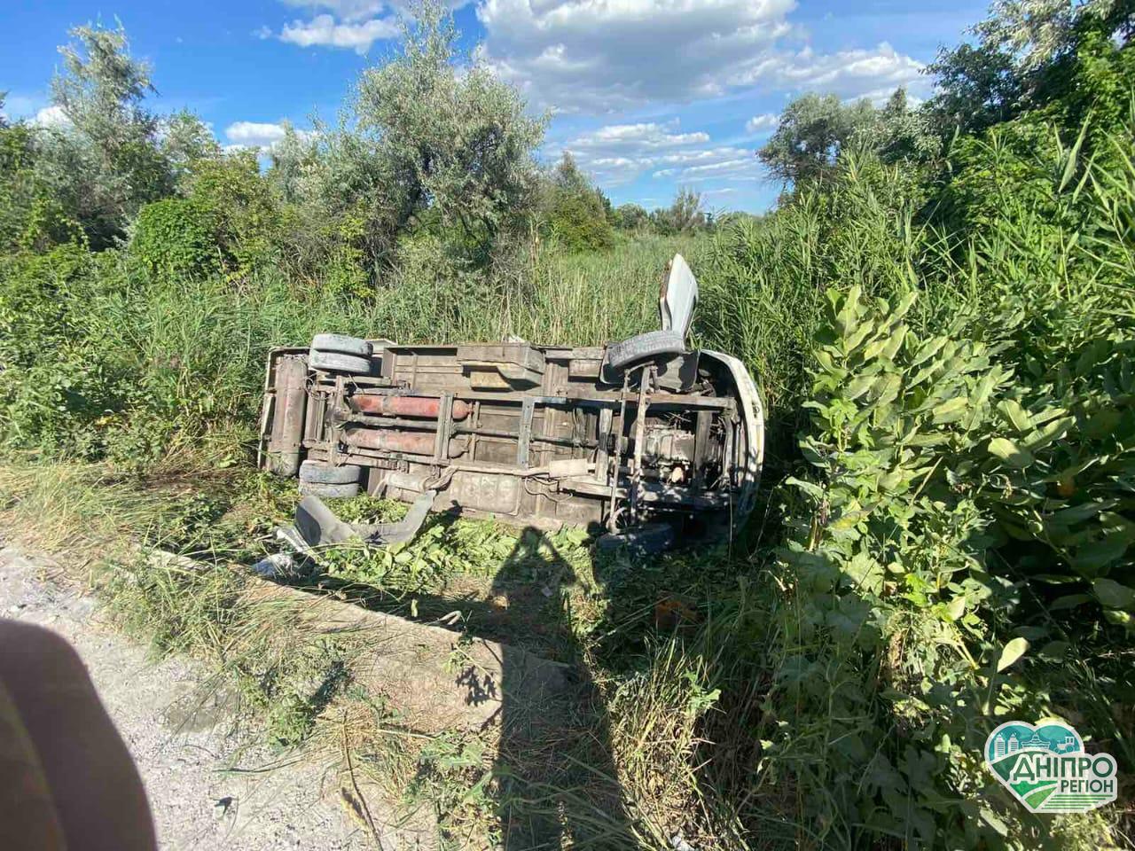 На Дніпропетровщині перевернулась маршрутка: постраждало 15 пасажирів