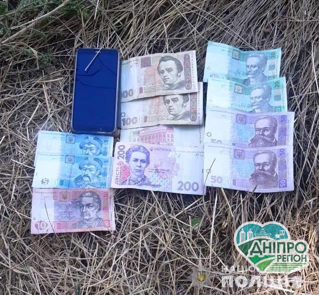 Под Днепром задержали наркосбытчика с товаром и деньгами
