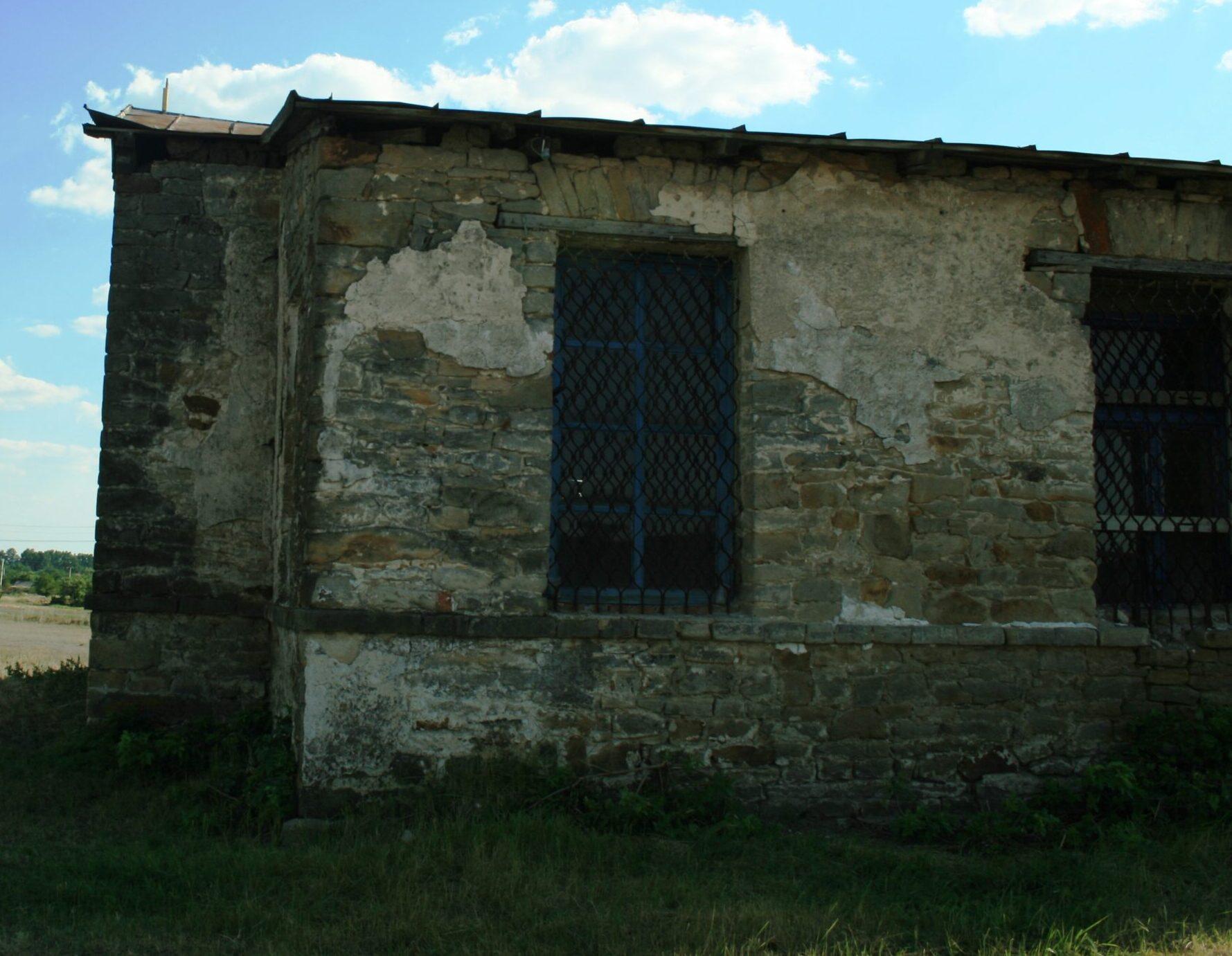 Уникальная и самая старая церковь Днепропетровщины: здесь целебная вода и службу проводят 2 раза в год (Фото)
