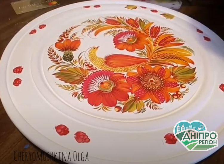 Мастерица по росписи стилем «Петриковка» учит рисованию онлайн