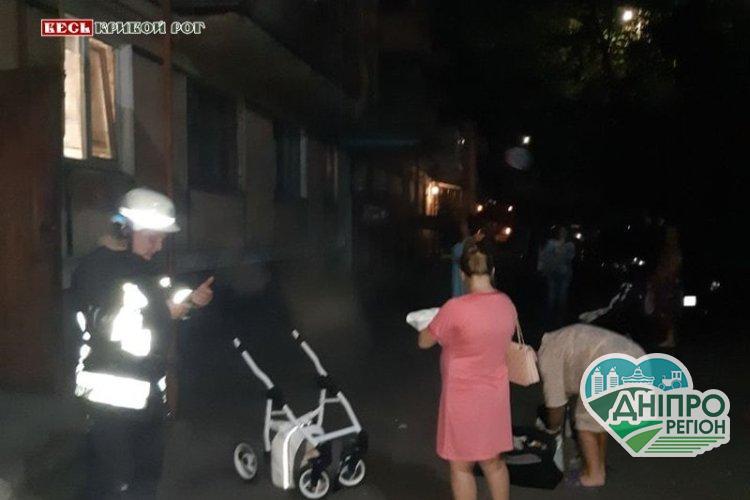 Под Днепром жители провели тревожную ночь возле дома, который едва не рухнул