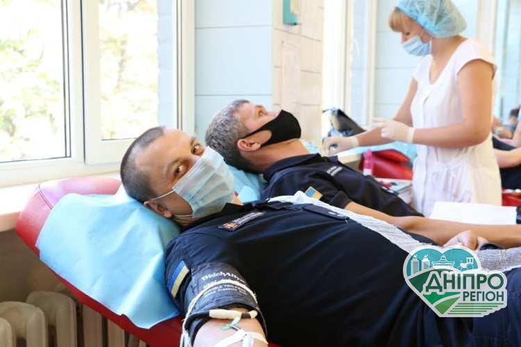 Надзвичайники Дніпра вкотре здали кров, аби врятувати людські життя