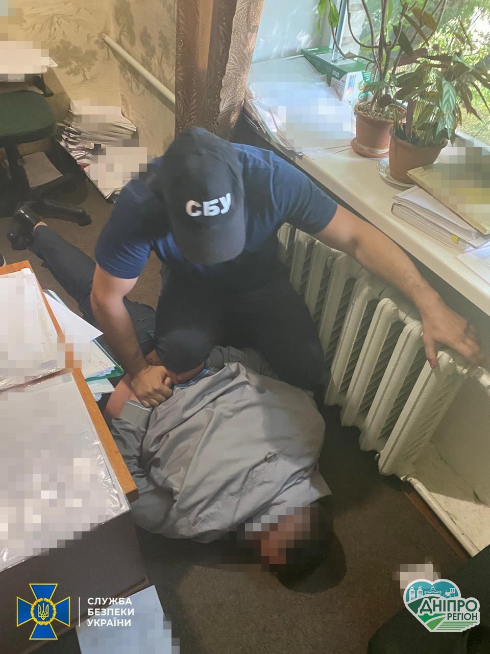 В Днепропетровской области СБУ на взятке разоблачила прокурора