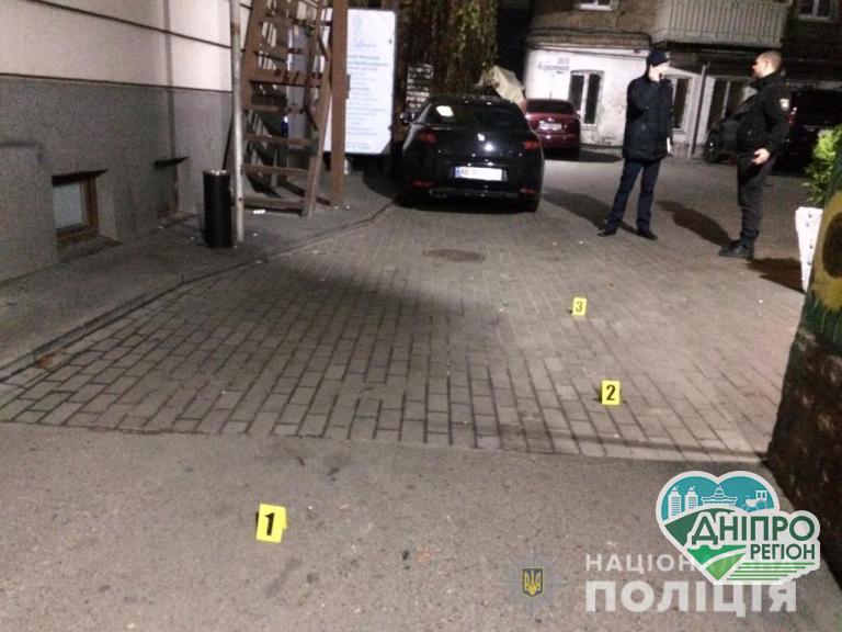 Конфлікт в кафе у Дніпрі: стрілянина та ножові поранення (фото)