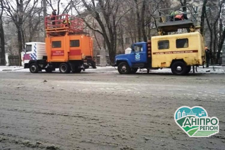 Дніпро накрило крижаним дощем: роботи триватимуть до повної ліквідації наслідків (фото)