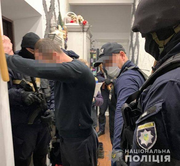 На Дніпропетровщині затримали банду із Нікополя