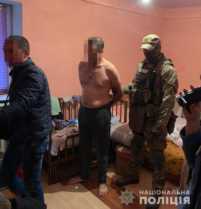 На Дніпропетровщині поліцейські затримали групу, яка нападала на фермерів