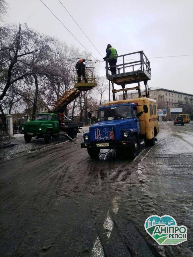Новини Дніпра. Дніпро накрило крижаним дощем: роботи триватимуть до повної ліквідації наслідків