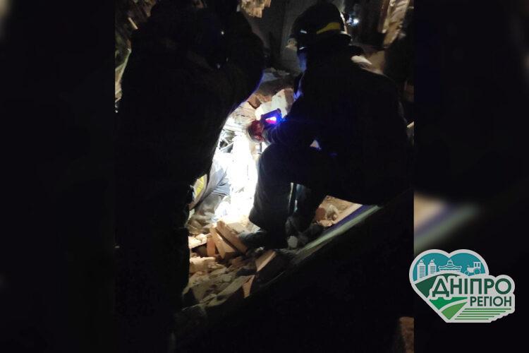 У Кривому Розі двоє чоловіків постраждали від руйнації будівлі (відео)