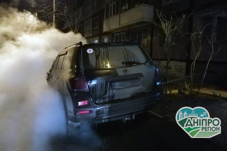 У Дніпрі ліквідували загорання у двох легкових автомобілях