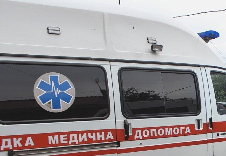 Новини Дніпропетровщини. На Дніпропетровщині зі снігової пастки визволяли машину швидкої з породіллею