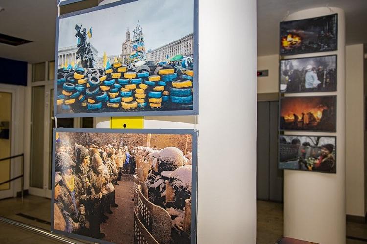 У ДніпроОДА відкрили фотовиставку до Дня Героїв Небесної Сотні (ФОТОРЕПОРТАЖ)