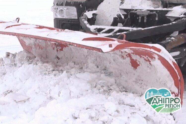 На дорогах  Дніпропетровщини працюють 116 снігоприбиральних машин
