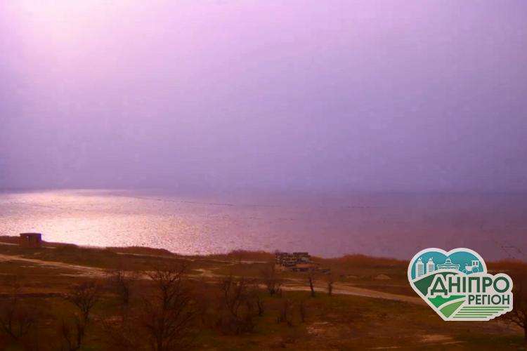 Рожева буря: на Генічеському озері камери записали незвичайне явище (Відео)