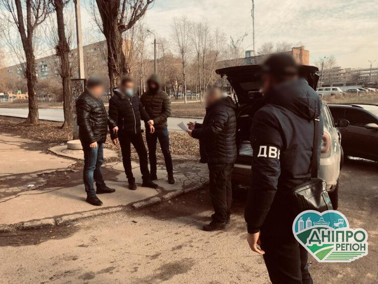 На Дніпропетровщині поліцейського викрили на хабарі у 5000 доларів