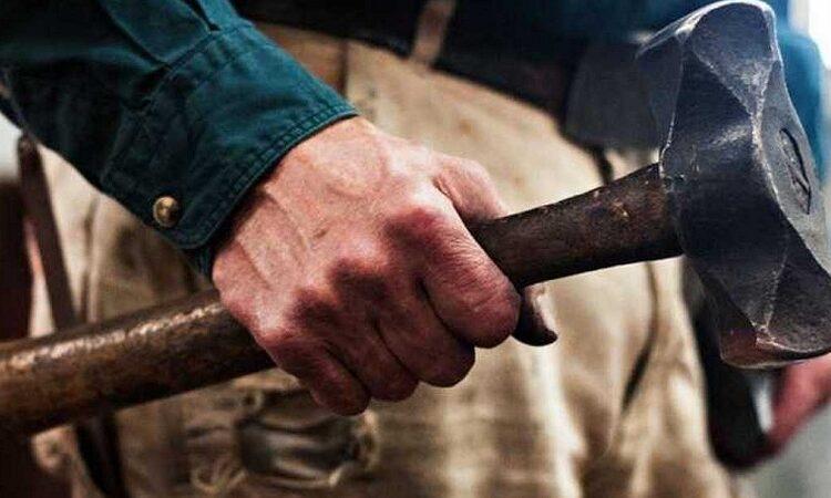 На Дніпропетровщині чоловік молотком до смерті забив знайомого
