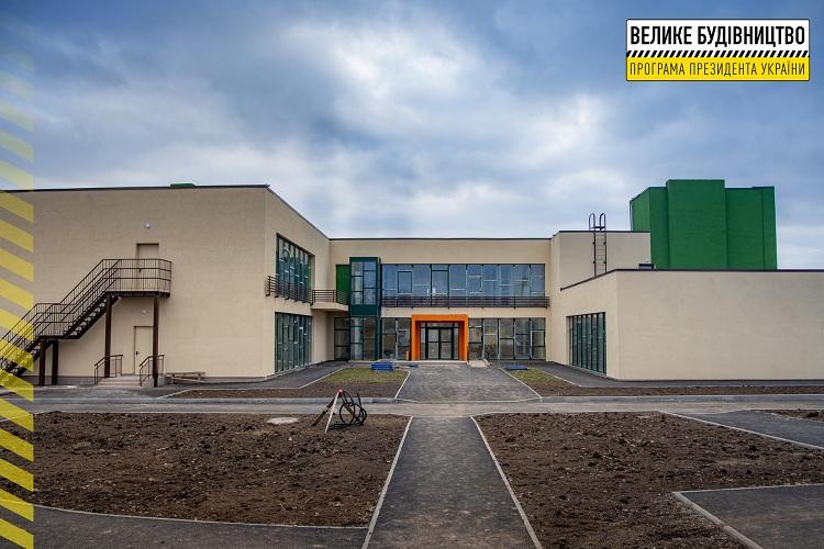 На Дніпропетровщині завершують будувати яскравий дитсадок на 115 місць