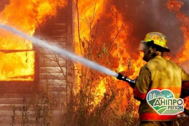 У Дніпрі пожежа ледь не позбавила чоловіка життя