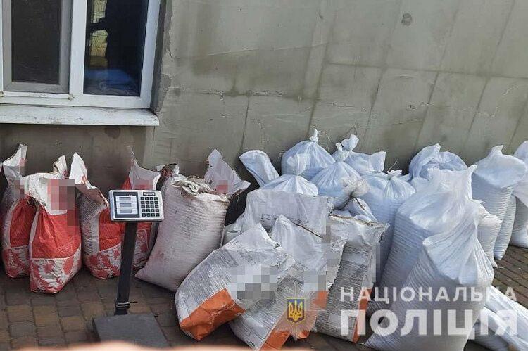 На Дніпропетровщині правоохоронці затримали шахраїв, які ошукали аграріїв на чверть мільйона гривень