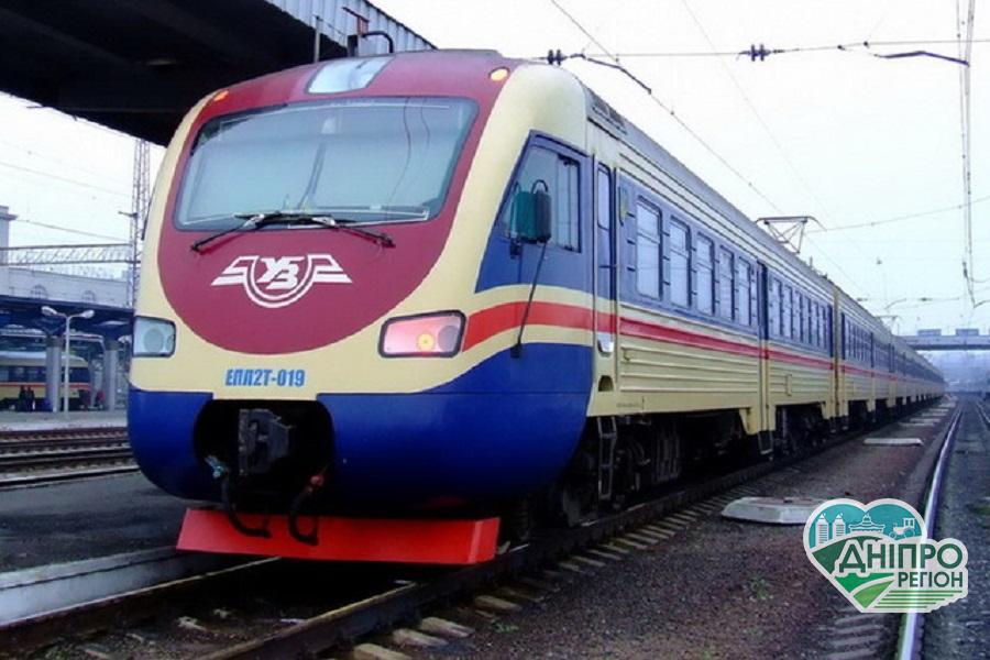 На Дніпропетровщині на місяць зміниться графік руху приміських поїздів (Вся інформація)