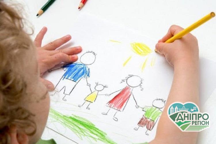 Мешканцям Дніпропетровщини розповіли, як створити патронатну родину
