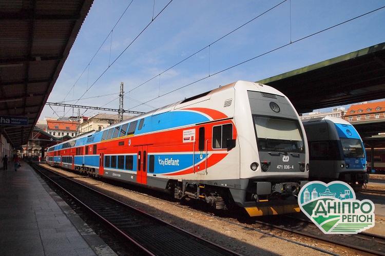 УЗ запускає нові літні маршрути і двоповерхові потяги