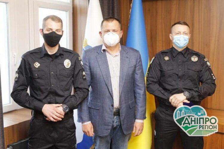 Філатов нагородив полісменів, які врятували чотирьох людей з-під льоду на Дніпрі