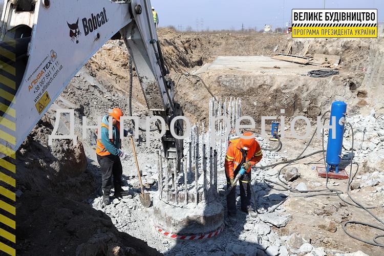 Дворівнева розв'язка та кілометри нової дороги: на Дніпропетровщині зводять об'їзну