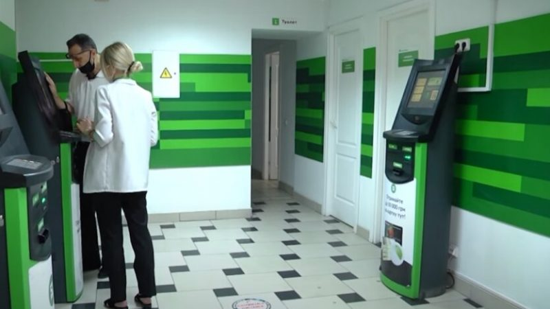 Клієнти ПриватБанку масово втрачають гроші з карток: шахраї придумали нову схему