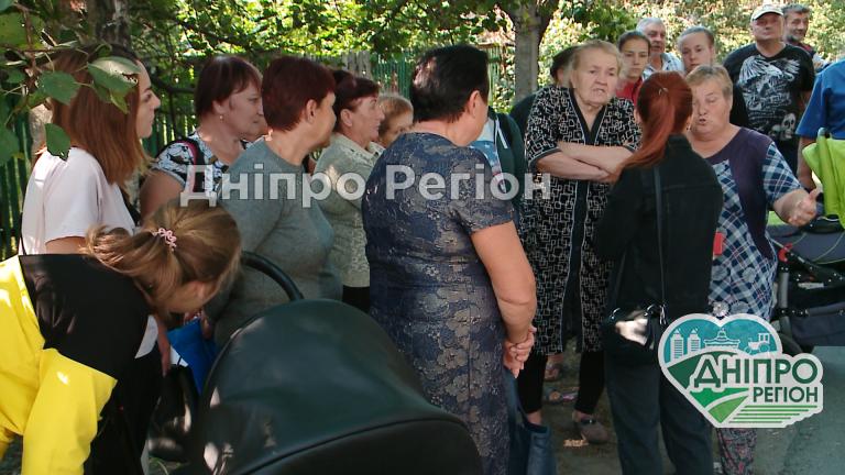 Гріють воду у відрах та готують їжу на саморобних пічках: на Дніпропетровщині село 3 тижні живе без газу (Відео)