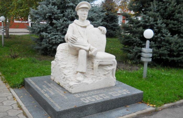 Дніпропетровщина дивовижна: у Нікополі знаходиться пам'ятник прототипу Бендера