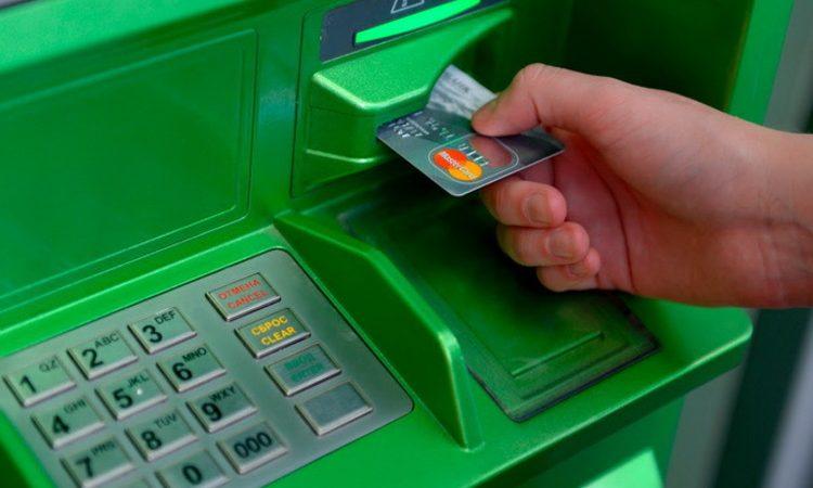 ПриватБанк почав блокувати картки клієнтам, які мають комунальні борги