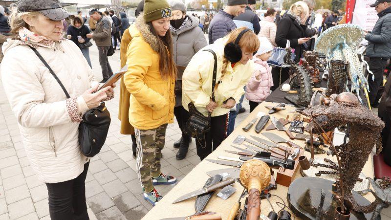 Постапокаліпсис на причалі: у Дніпрі проходить завершальний день фестивалю Кoval fest