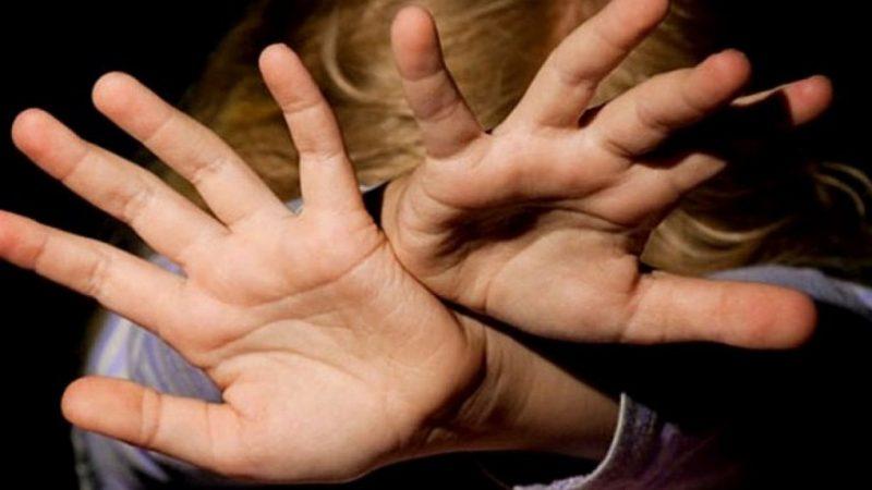 На Дніпропетровщині 47-річний чоловік розбещував трьох дівчат, яким було 6 та 9 років