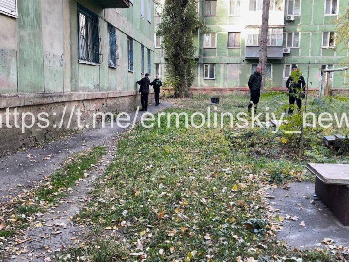 На землі лежала дитина: на Дніпропетровщині з вікна багатоповерхівки випала дівчинка