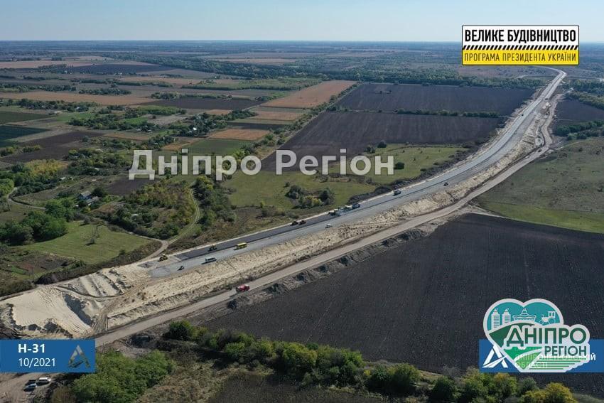 Працюють цілодобово: на Дніпропетровщині зводять найскладнішу 600-метрову естакаду (Відео)