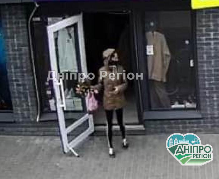 У Дніпрі розмістили фото жінки, яка вкрала телефон, – соцмережі