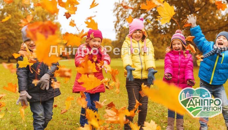Офіційно: коли у школах Дніпра почнуться осінні канікули